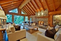 Warm And Cozy Classic Winter Home Decoration Ideas 21