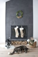 Warm And Cozy Classic Winter Home Decoration Ideas 24