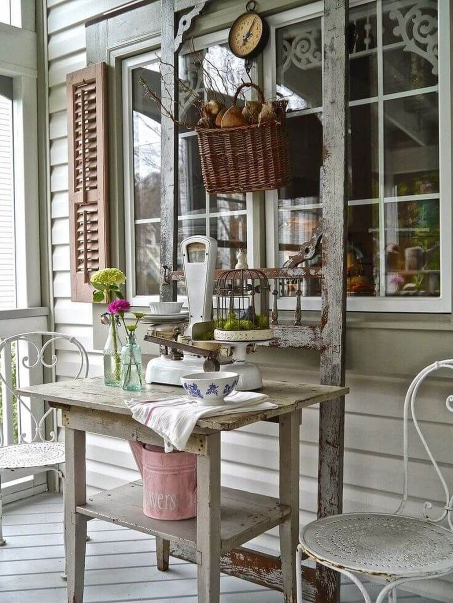 Adorable Farmhouse Spring And Summer Porch Decoration Ideas 32