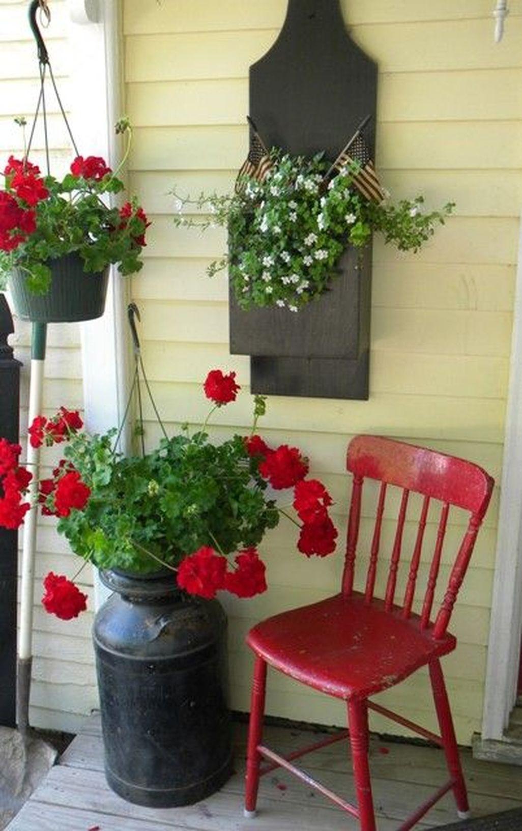 Adorable Farmhouse Spring And Summer Porch Decoration Ideas 34