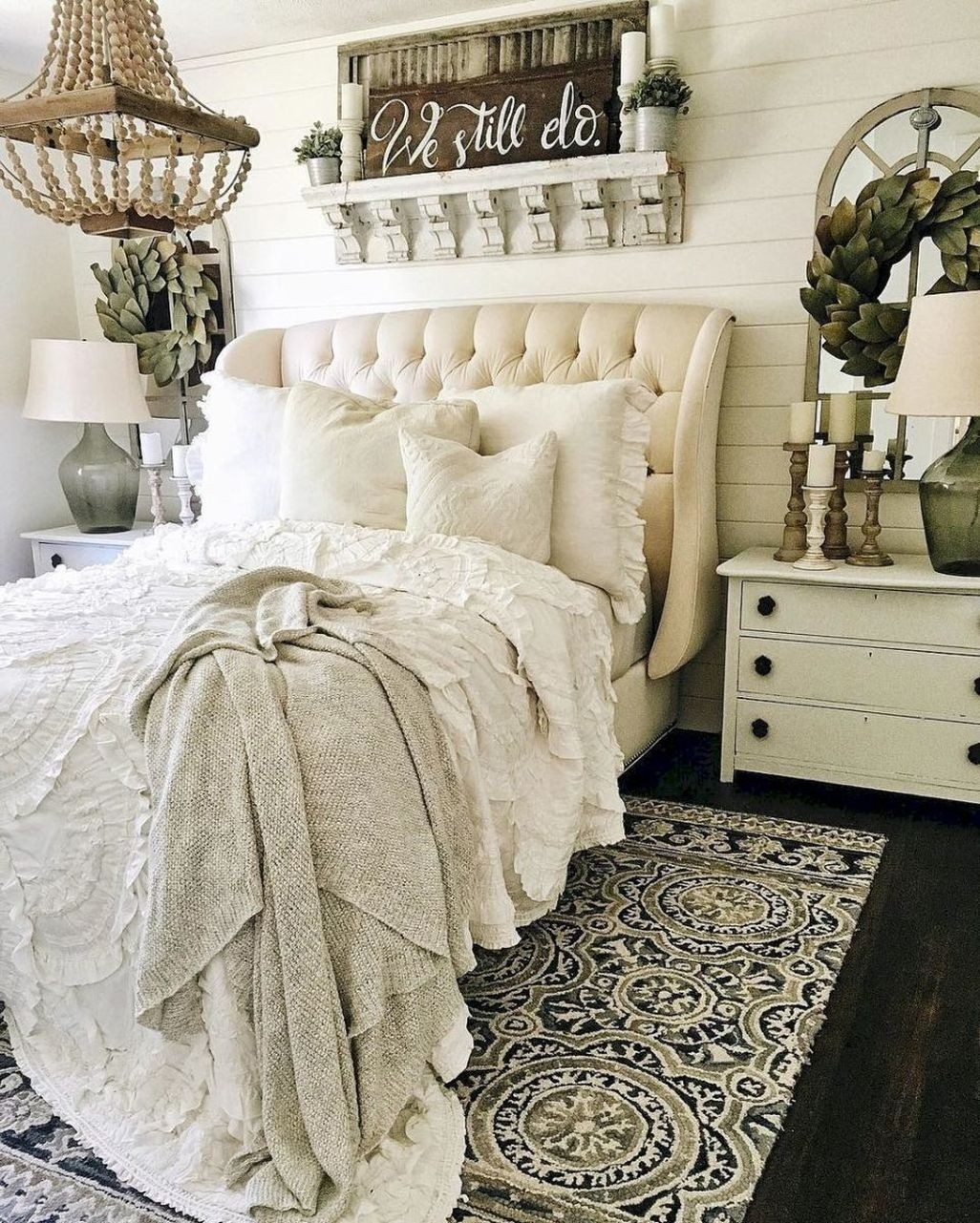 Awesome Rustic Farmhouse Bedroom Decoration Ideas 41