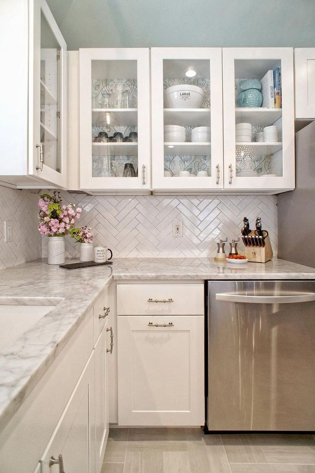 Awesome White Kitchen Backsplash Design Ideas 15