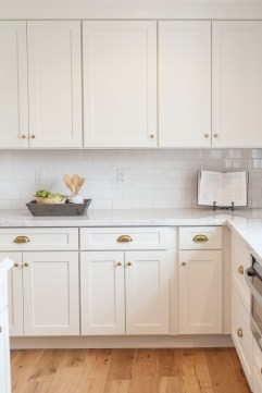 Best White Kitchen Cabinet Design Ideas 37