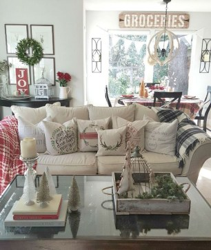 Cute Farmhouse Decoration Ideas Suitable For Spring And Summer 38