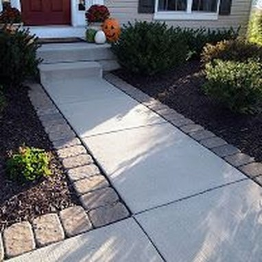 Stunning Front Yard Walkway Landscaping Design Ideas 07