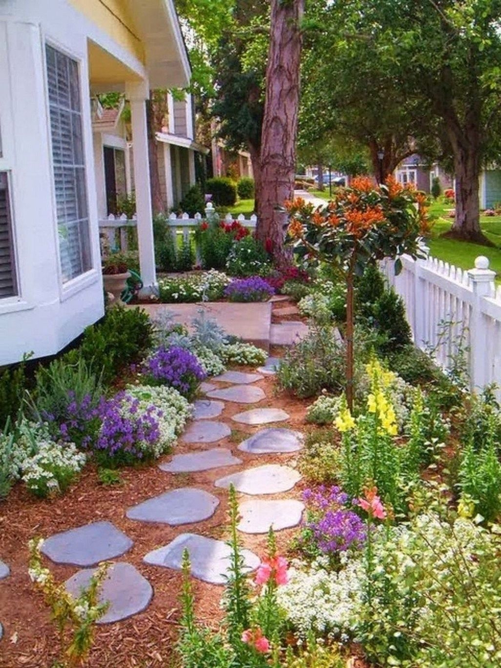 Stunning Front Yard Walkway Landscaping Design Ideas 18