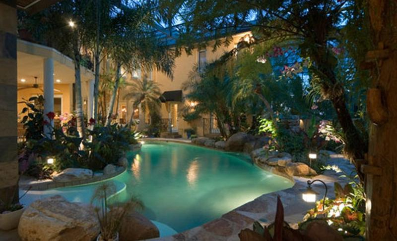 15 Beautiful Backyards With Pools To Inspire Rilane