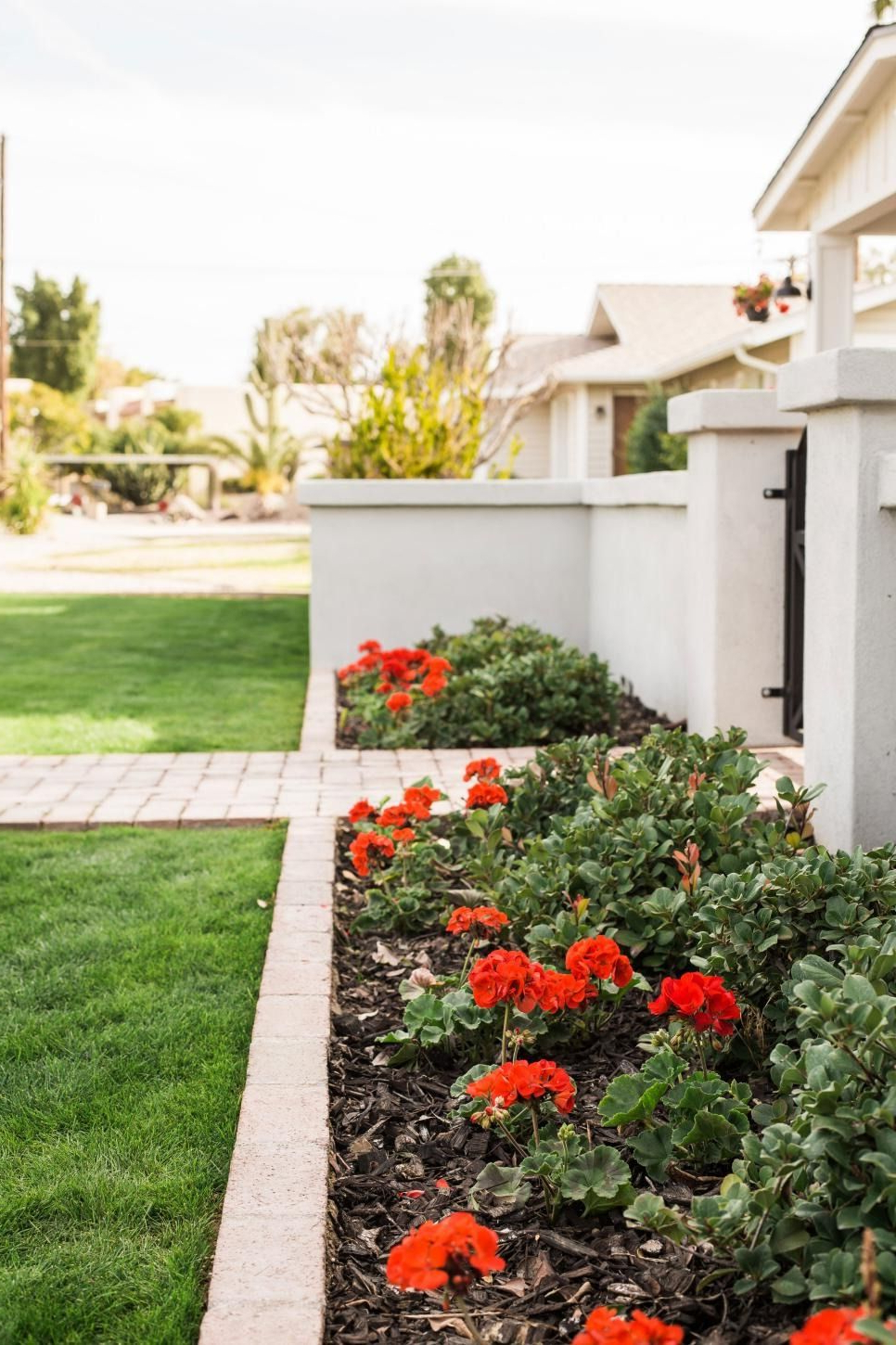 15 Easy Curb Appeal Boosters For Spring Flower Bed