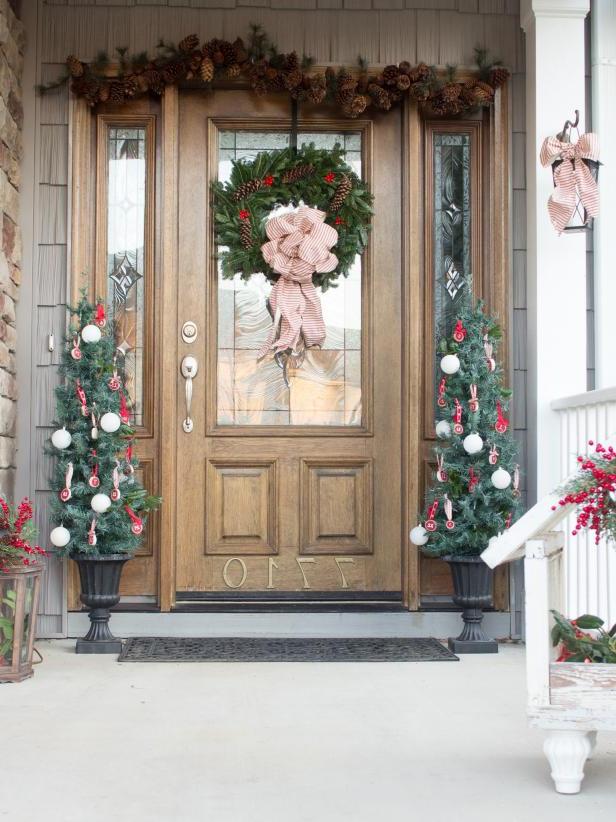 20 Easy Front Door Christmas Decorating Ideas Hgtv