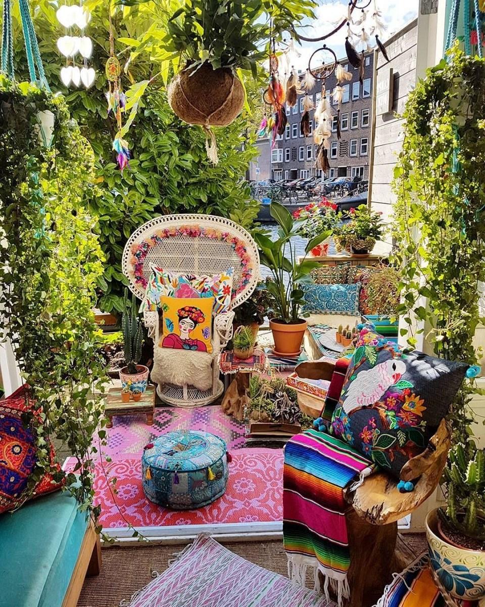 24 Beautiful Hippie Garden Design For Fun Garden