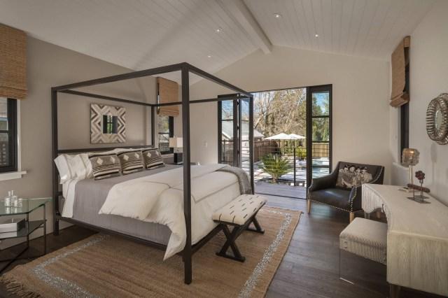 26 Modern Farmhouse Style Bedroom Decor And Ideas House