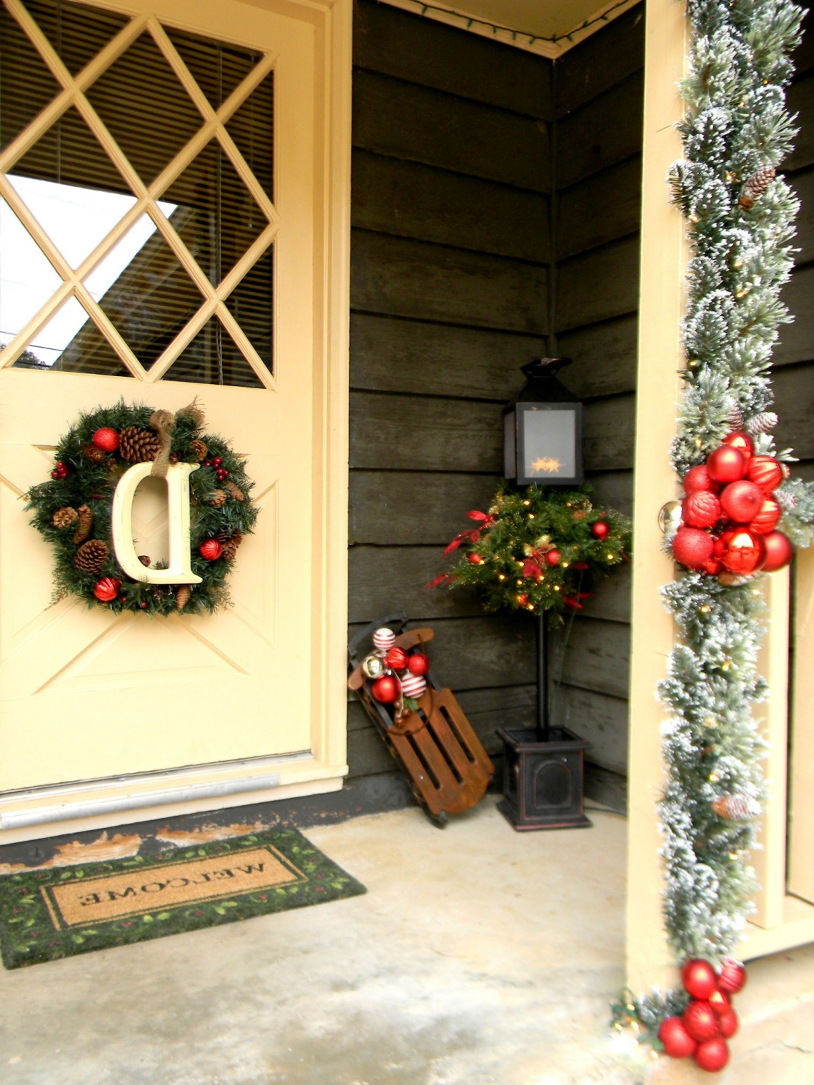 30 Captivating Decorating Front Porch For Christmas Home