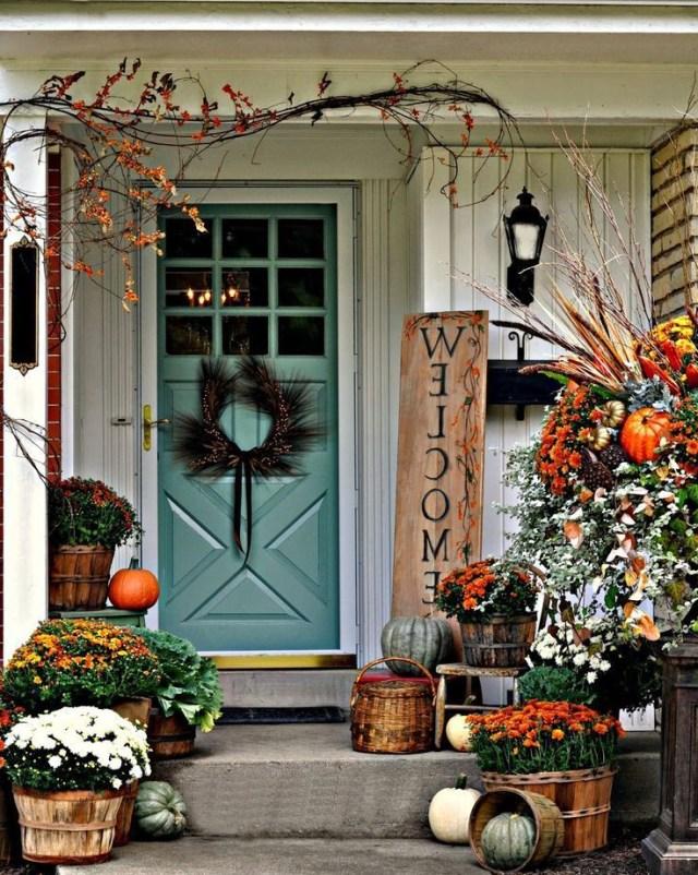 41 Cozy Thanksgiving Porch Dcor Ideas Digsdigs Fall