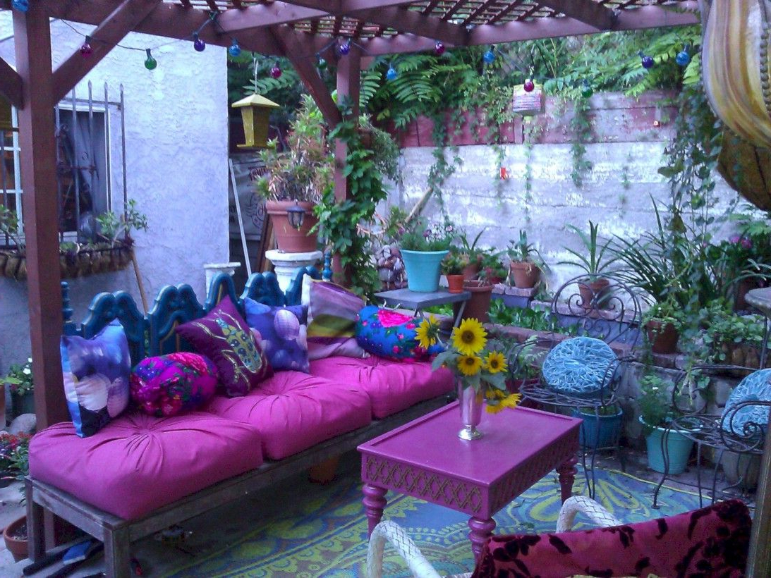 42 Fascinating Moroccan Pillows Ideas For Your Bedroom In
