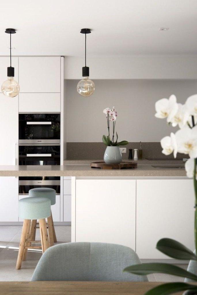 45 Minimalist Kitchens To Get Super Sleek Inspiration 23