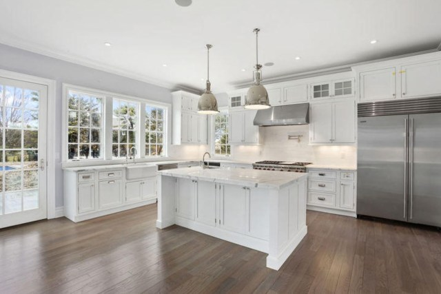 A New Home In Hamptons New York Incorporates The