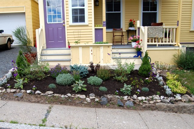 Amazing Front Yard Landscaping Ideas For A Raised Ranch