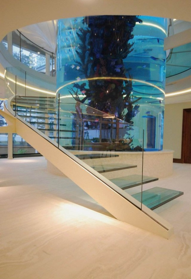 Amazing Staircase With Large Cylinder Aquarium Diapo