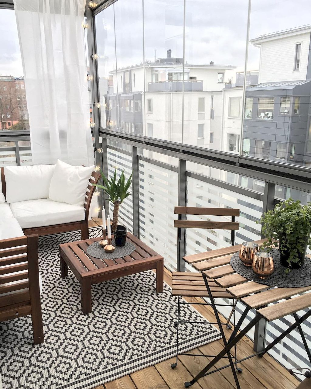 Beautiful And Cozy Apartment Balcony Decor Ideas 26
