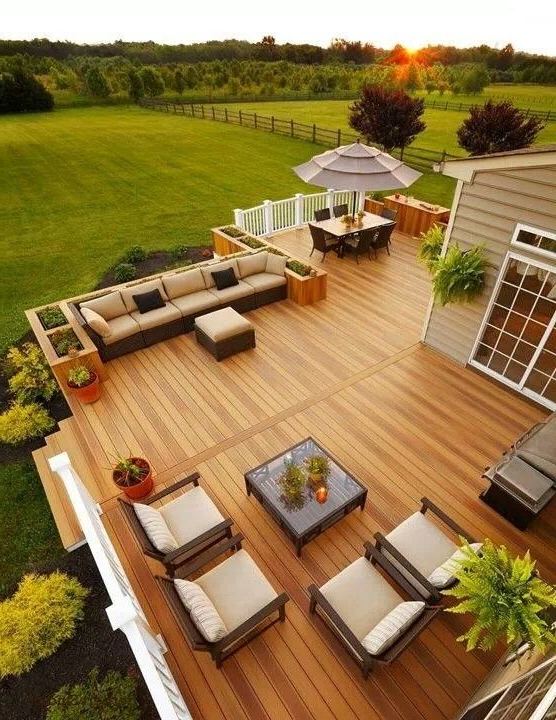 Beautiful Deck I Like The Composite Wood Color Railing