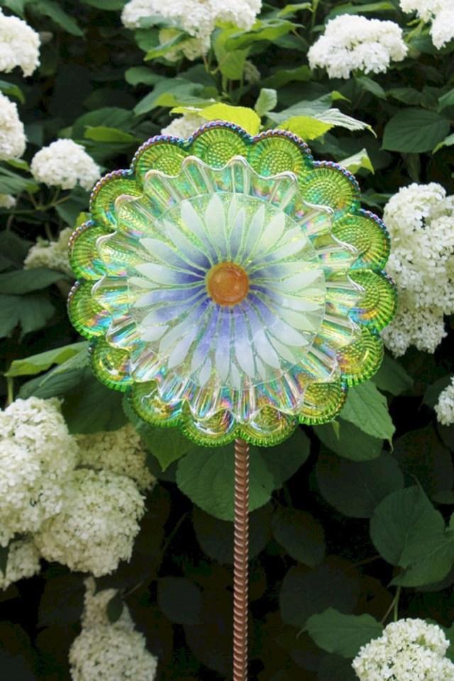 Best Glass Totems Garden Art Ideas For Beautiful Garden