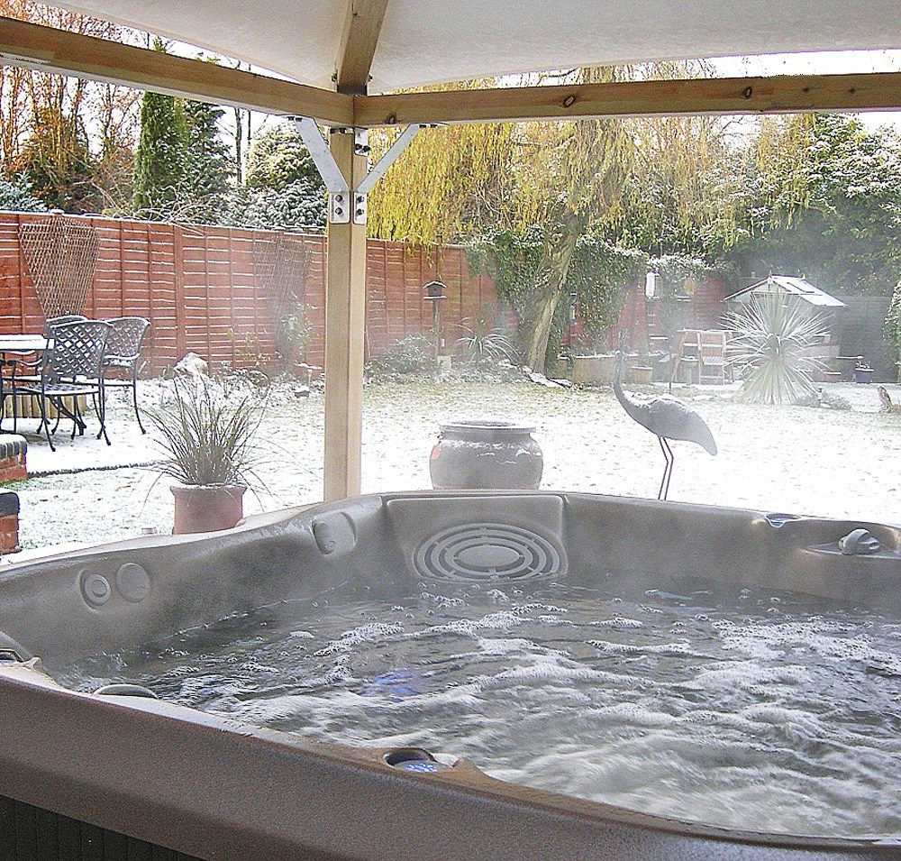 Incredible Suitable Outdoor Hot Tub Enclosures On Budget Ideas