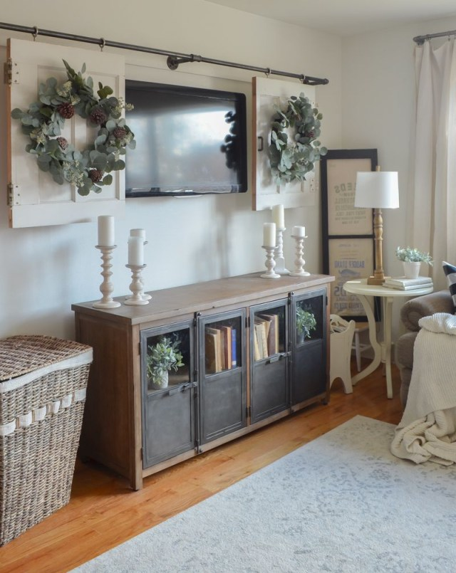 Living Room Decor Ideas Perfect Wreath For The Holidays
