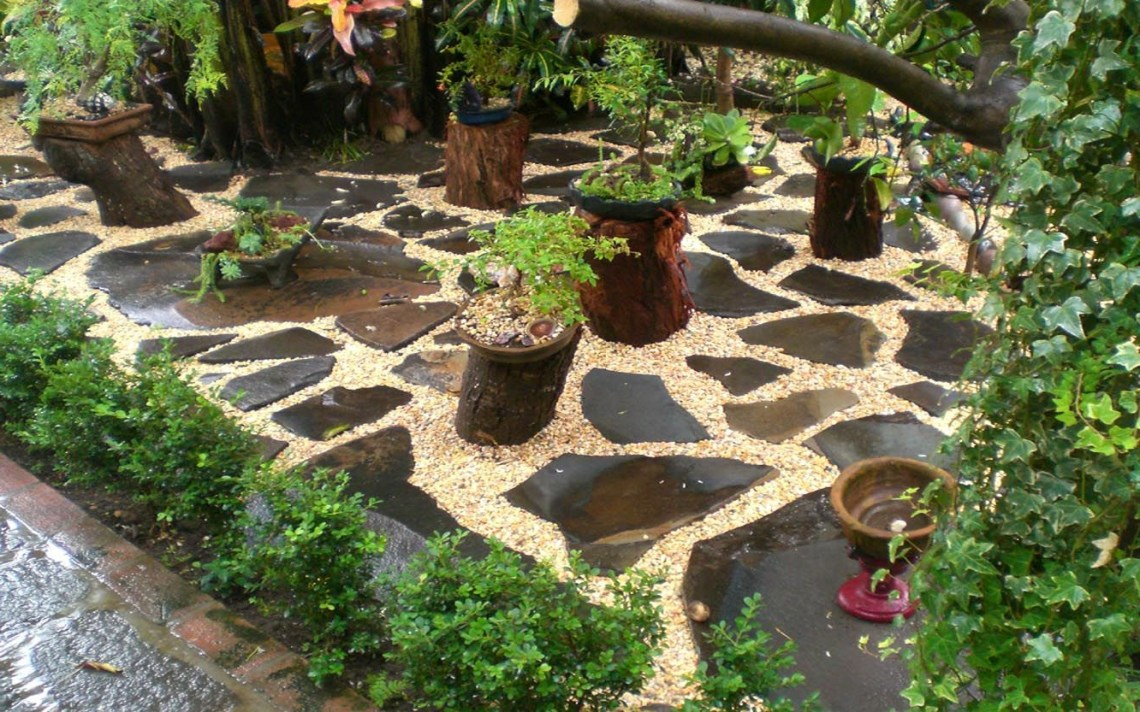 Loose Set Flagstone And Pea Gravel Garden Front Yard