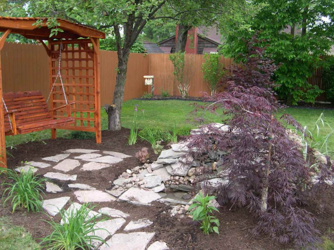 Natural Beautiful Small Backyard Designs Ideas With