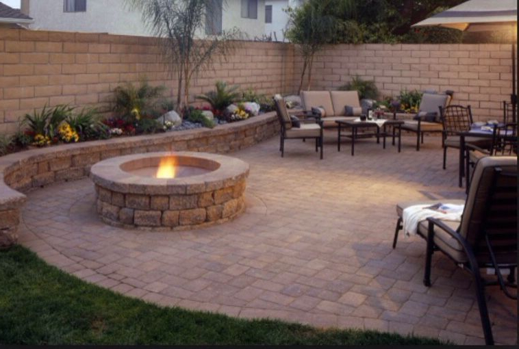 Retaining Sitting Walls With Fire Pit Brick Paving