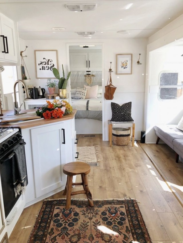 Rv Renovation Mobile Tiny Home Remodeled Campers Cozy