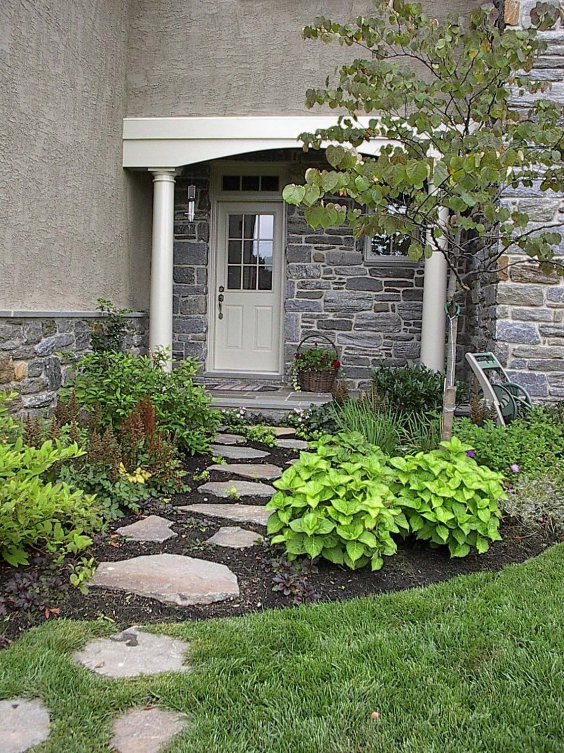 Stepping Stone Walkway Built Gasper Front Yard