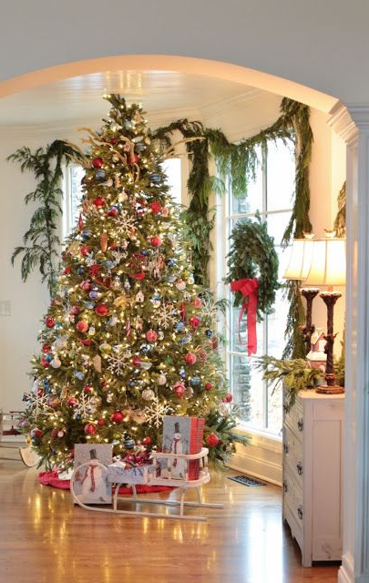 Stunning Christmas Tree And Beautifully Decorated Holiday