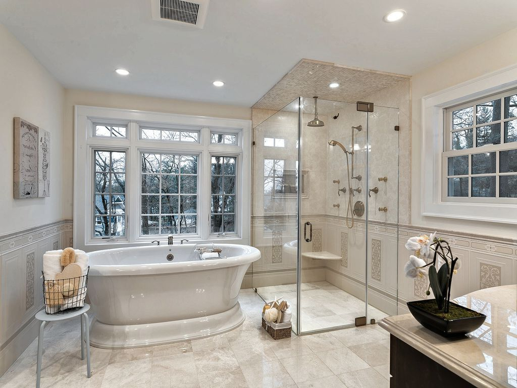 Traditional Master Bathroom With Freestanding Bathtub