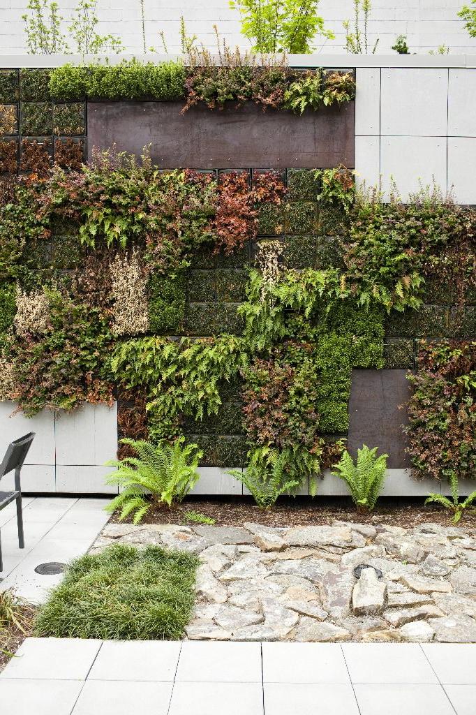 Urban Gardens Go Up The Wall Urban Garden Design Small