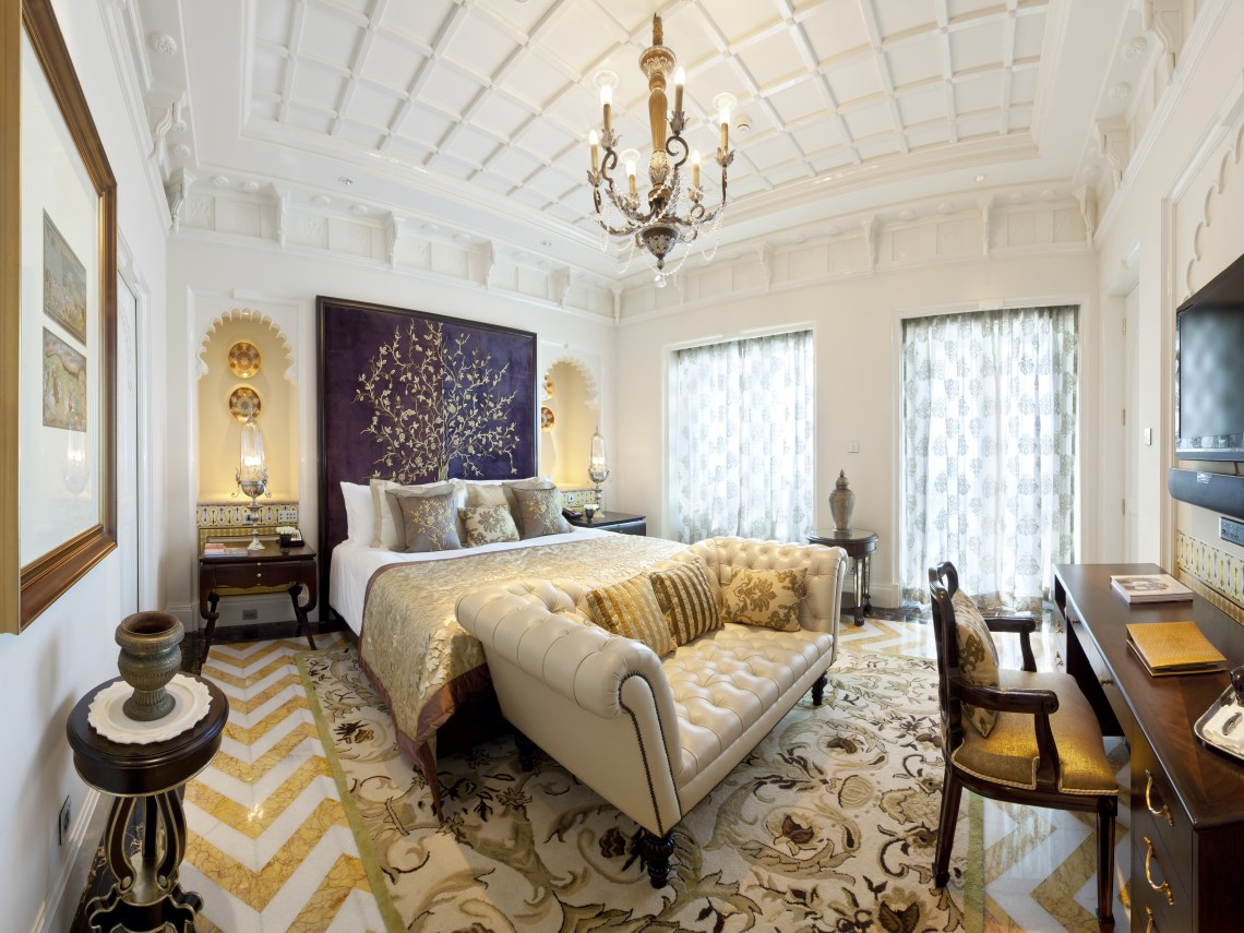 Victorian Decor Style For Comfortable Bedroom 15485
