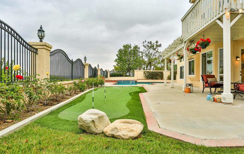 +25 Golf Backyard Putting Green Ideas on Putting Green Ideas For Backyard id=32578
