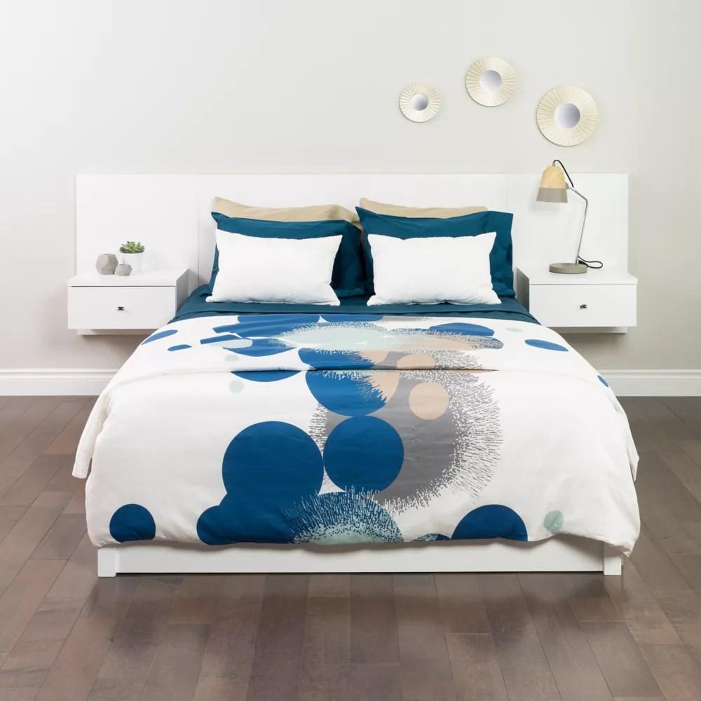 dossier de lit flottant pour tres grands lits avec tables de chevet blanc