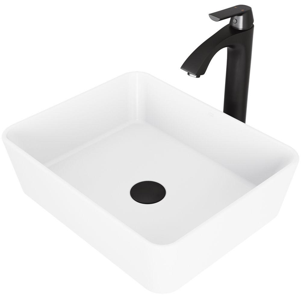 lavabo de salle de bain en pierre blanc mat avec robinet de vasque noir mat