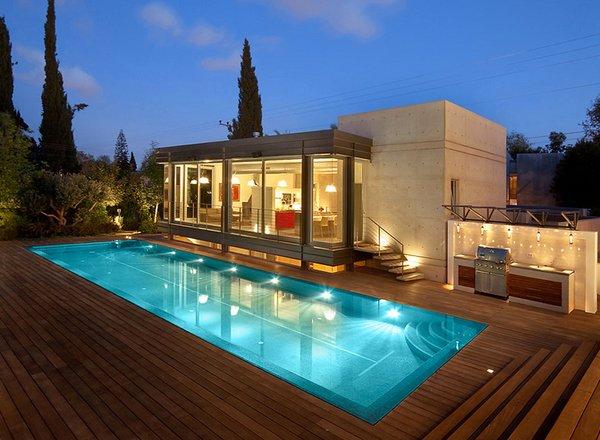 15 Lovely Swimming Pool House Designs Home Design Lover