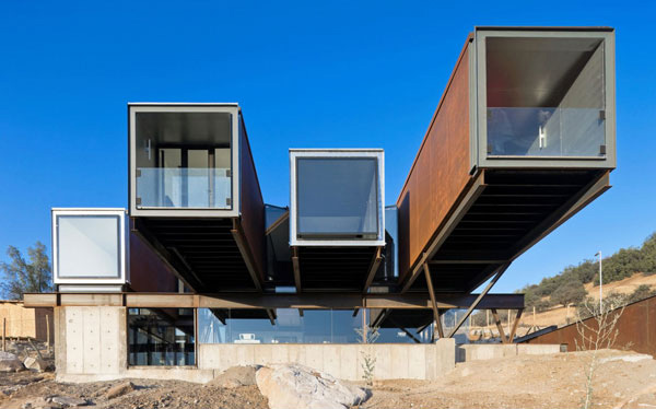 The Architectonic Elements in the Caterpillar House in Santiago, Chile