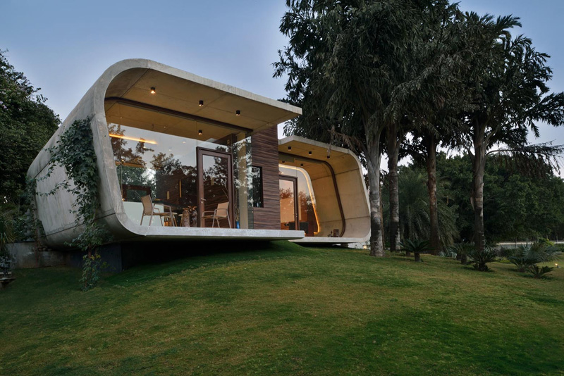 A Curved Concrete Contemporary Pool House in India