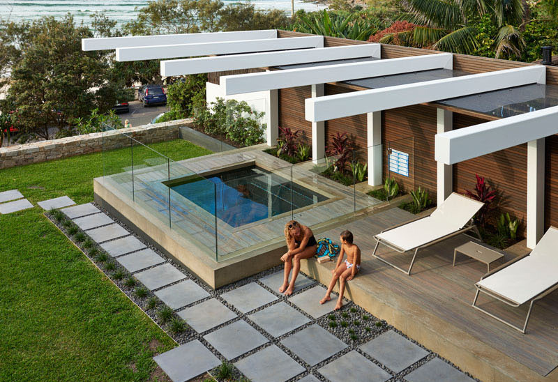 Wategos Residence: A Beautiful Modern Home With An S