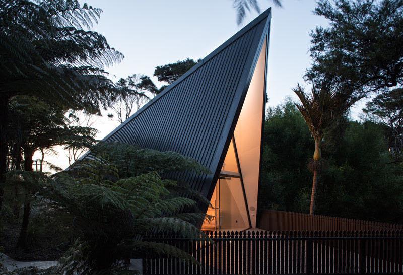 Tent House: A Totally Distinct Retreat in Waiheke Island, New Zealand