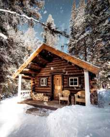 Log Cabin In Winter0002