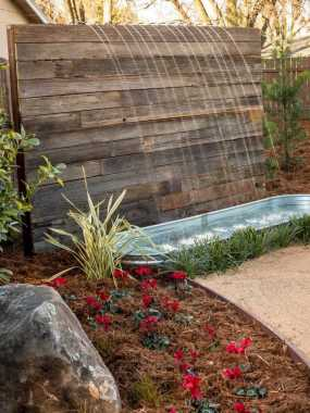 Pallets Could Also Be Used To Build A Beatuiful Water Feature