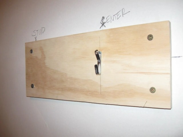 How To Hanging a Mirror Without a Stud