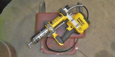DeWalt 20-Volt Max Cordless Grease Gun – a Smooth Operator