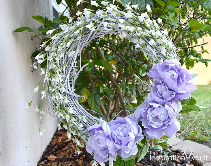 DIY Wreaths - Purple and white wreath