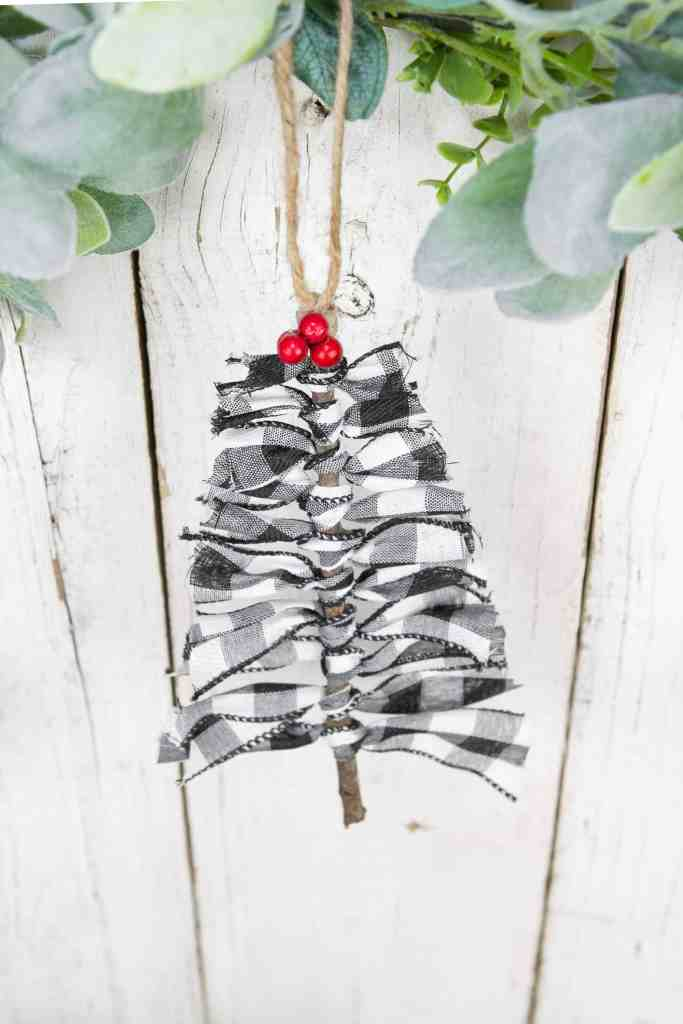 Learn How To Make Charming Farmhouse Christmas Ornaments - Learn How To Make Charming Farmhouse Christmas Ornaments to decorate your tree. These DIY Ornaments make lovely gift ideas too. #ornaments #diy #christmas #farmhouse #decor #tree #homefreshideas